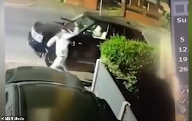 , Moment machete-wielding man smashes several cars along a road in Manchester, The Today News USA
