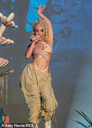 Glam:Doja, whose full name is Amala Ratna Zandile Dlamini, performed in a glamorously made up face
