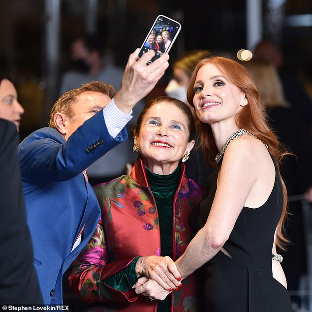 Selfie!Jessica posed for a picture withactress Tovah Feldshuh