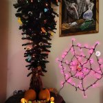 Social media users turn traditional Christmas trees into spooky Halloween centrepieces💥👩💥💥👩💥