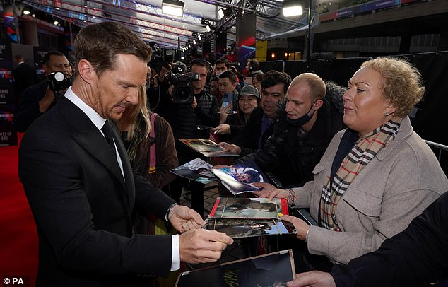 Good Boy: Atonement actor signs autographs for fans at ceremony