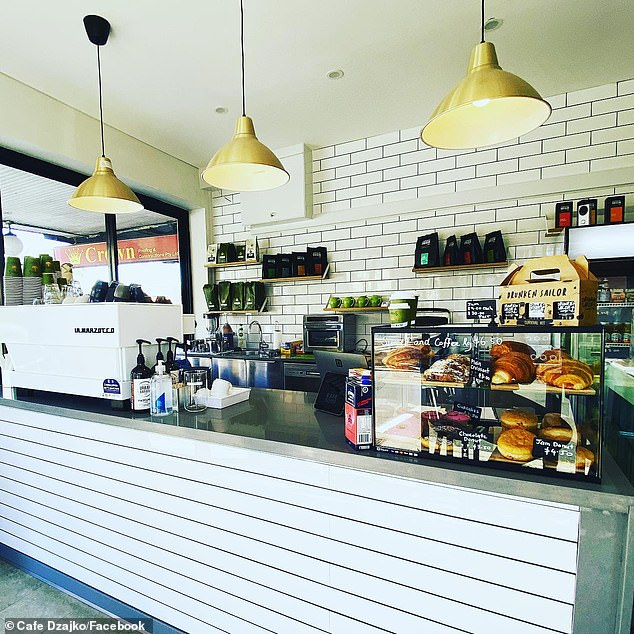, Video emerges of anti-vaxxer pest storming another cafe as it's revealed he has stormed SIX cafes, Nzuchi Times National News