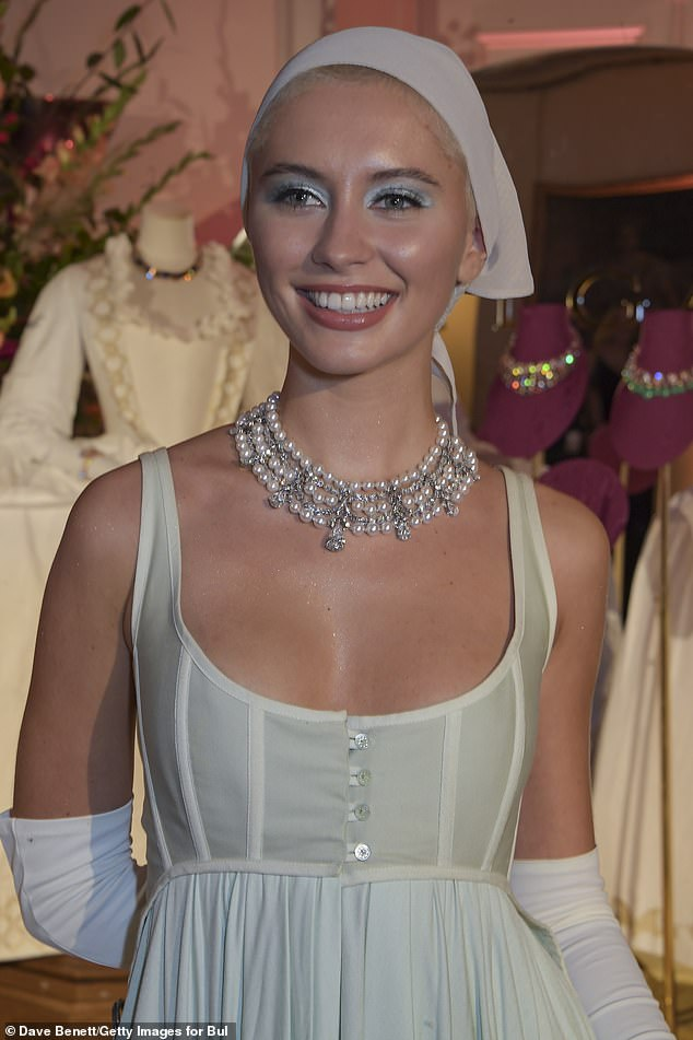 Having fun?She wore a multi-layered pearl necklace with the look