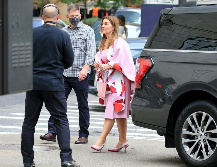 Melissawore a pink dress with a matching wrap and heels
