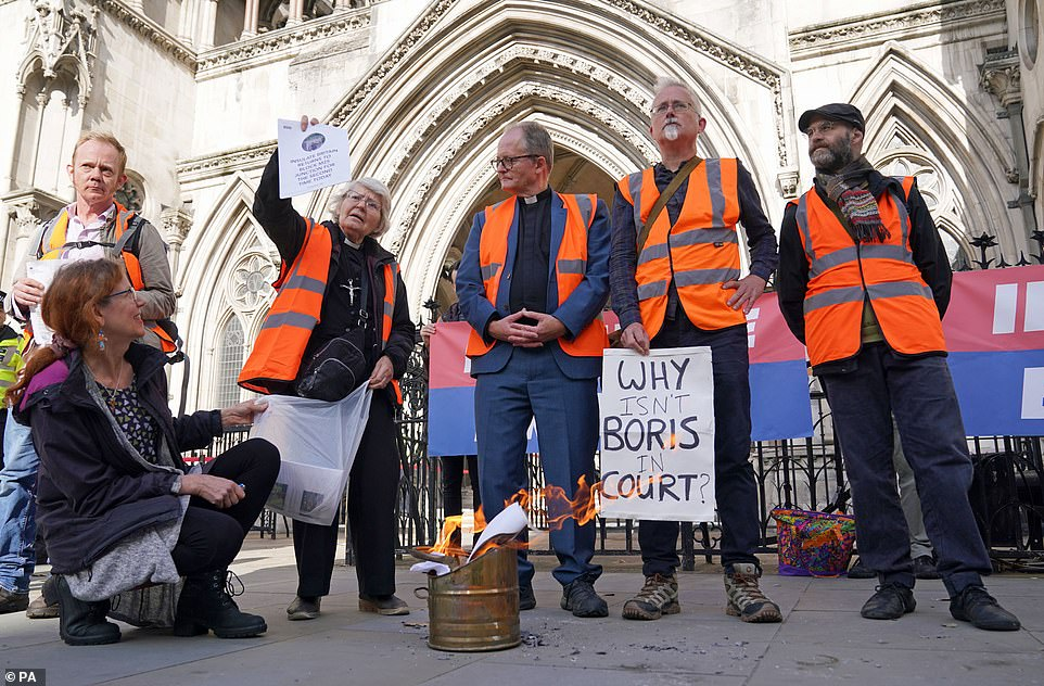 , Action is FINALLY taken to jail a dozen Insulate Britain eco-zealots, The Today News USA