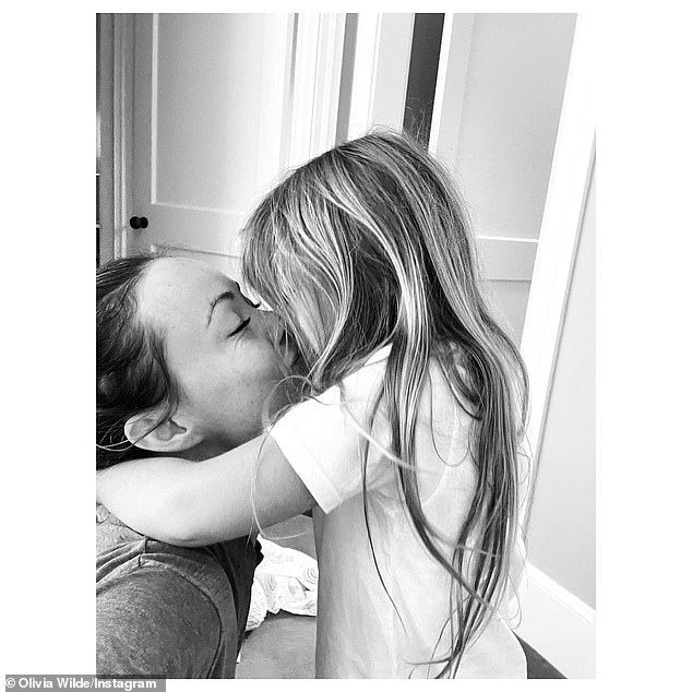A good mom: we see here Wilde kissing her daughter at home