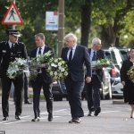 Boris Johnson and Keir Starmer lay flowers at David Amess murder scene in show of unity 💥👩💥