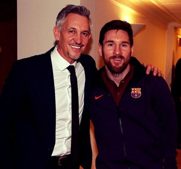 The Argentine star poses with former Barcelona striker Lineker after arriving in London