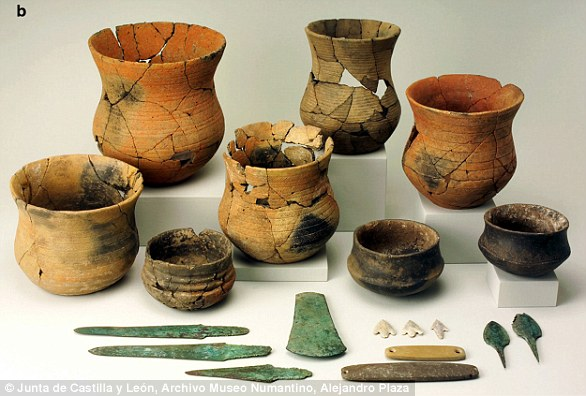 """Becherklexlexe grave goods from La Sima III, Soria, Spain. The set includes cup pots in the so-called """"maritime style"""""""