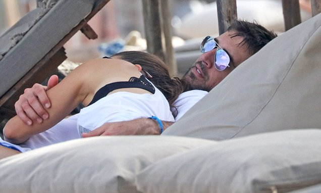 Aaron Rodgers and Danica Patrick kiss on Mexican get-a-way
