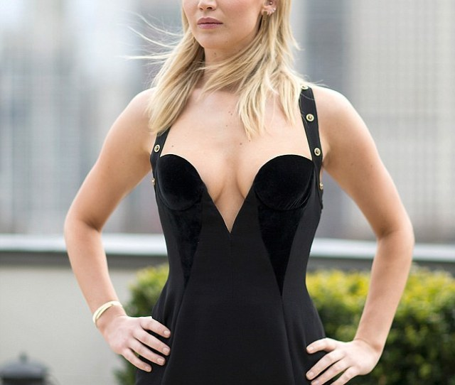 Stunning People Were Bashing Jlaw For Stepping Out In Her Black Versace Gown Pictured