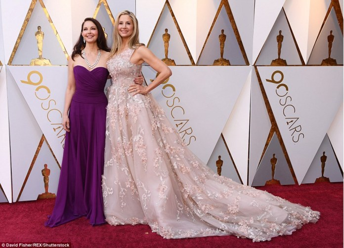 Elegant: Ashley Judd (l) and Mira Sorvino (r) arrived in eye-catching looks for the Academy Awards