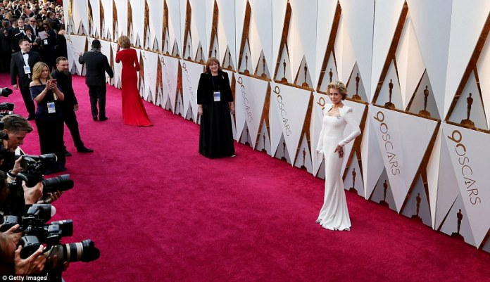 She's still got it!The 80-year-old icon sported a long-sleeved gown with a geometric neckline; the movie star carried a silver accented clutch with coordinating heels