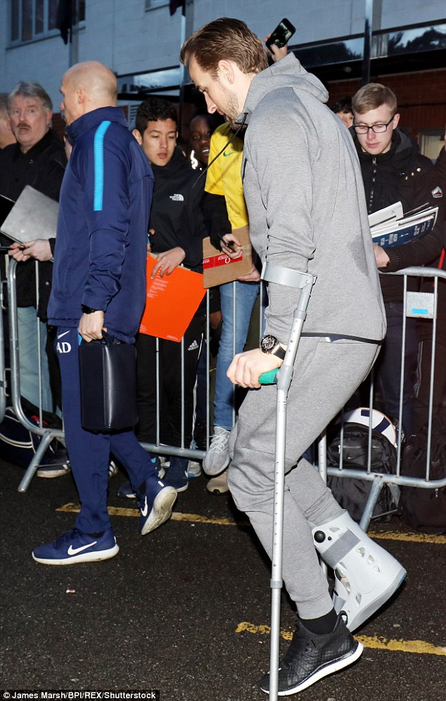 Harry Kane Leaves Bournemouth On Crutches After Right