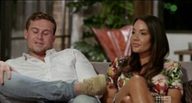 What's going on here? During a tense commitment ceremony between Ryan and Davina, back to back scenes showed the two sitting in markedly different positions on a couch
