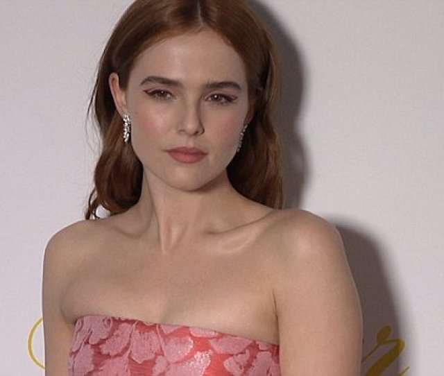 Zoey Deutch Shows Off New Ankle Tattoo Of Her Dog To James Corden Daily Mail Online