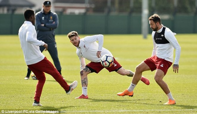 Camacho, Moreno and Ings take part in a small-sided game during the training session
