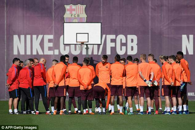 Valverde delivered a team-talk to his players at the club's Ciutat Esportiva Joan Gamper base