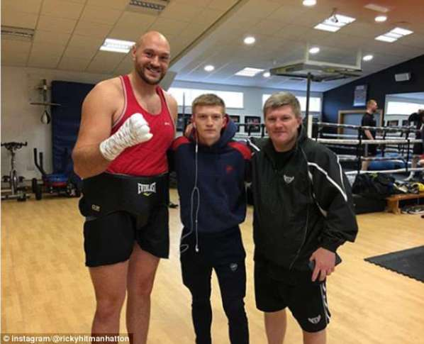 https://i2.wp.com/i.dailymail.co.uk/i/newpix/2018/04/11/19/4B0BBA8E00000578-5604691-While_he_was_working_out_in_Ricky_Hatton_s_gym_in_Manchester_the-m-13_1523469790827.jpg?w=598