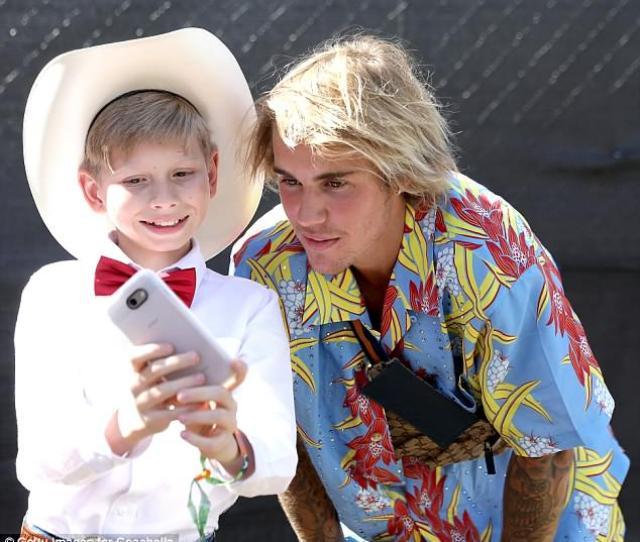 Justin Bieber Takes Selfies With Yodel Boy Who Wowed Coachella