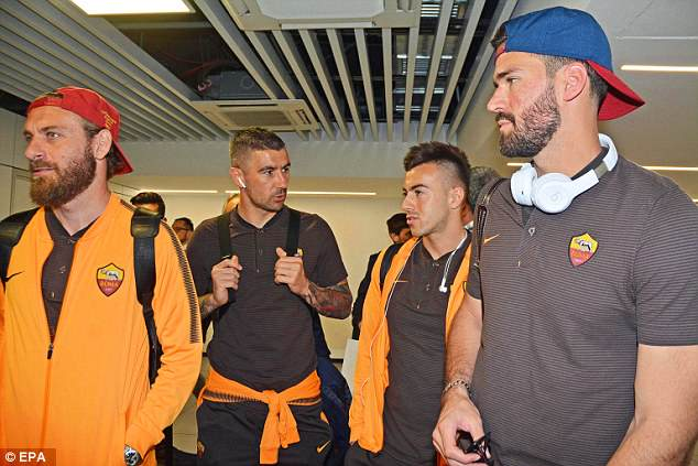 Roma players (L-R) Daniele De Rossi, Alexandar Kolarov, Stephan El Shaarawy, and goalkeeper Alisson waited patiently to board the aircraft
