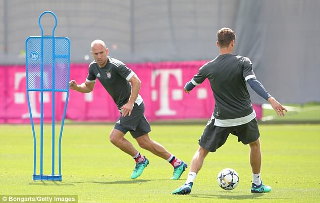 Arjen Robben completes a passing drill at the Saebener Strasse training ground on Tuesday