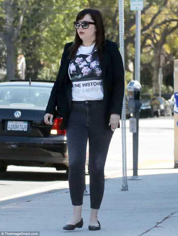 Yendo al lado oscuro: Amanda Bynes sacudió cerraduras oscuras en Los Angeles el martes