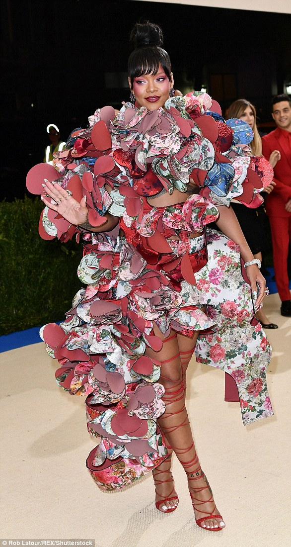 Oh Ri Ri! Last year's exhibition focused on the work of designer Rei Kawakubo and her creations for her fashion house, Comme des Garçons, with Rihanna's ensemble acting as a showstopping tribute to the designer