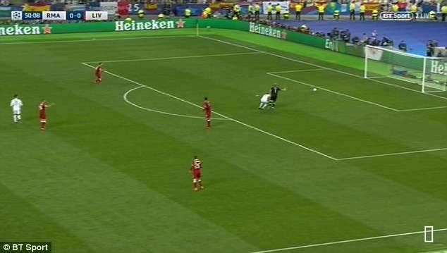 Karius bizarrely appeals to the officials that Benzema is too close to him as the ball heads towards the unguarded net