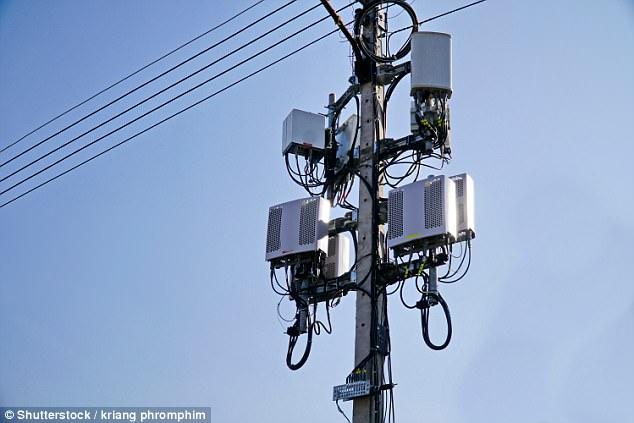 Οι πάροχοι ασύρματων δικτύων έχουν αρχίσει να εγκαθιστούν πύργους 800.000 «μικρών κυψελών» για να υποστηρίξουν την ανάπτυξη του νέου κυψελοειδούς δικτύου 5G, αλλά ορισμένοι ειδικοί της δημόσιας υγείας προειδοποιούν ότι ενδέχεται να θέσουν σε κίνδυνο τους ανθρώπους