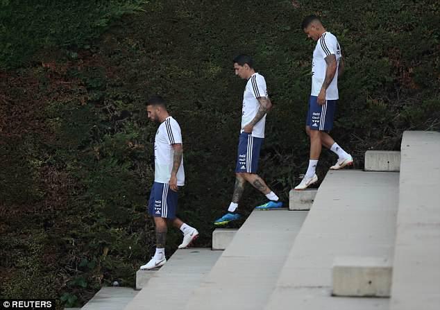 Nicolas Otamendi (L), Angel Di Maria (C) and Marcos Rojo (R) arrive for training on Wednesday