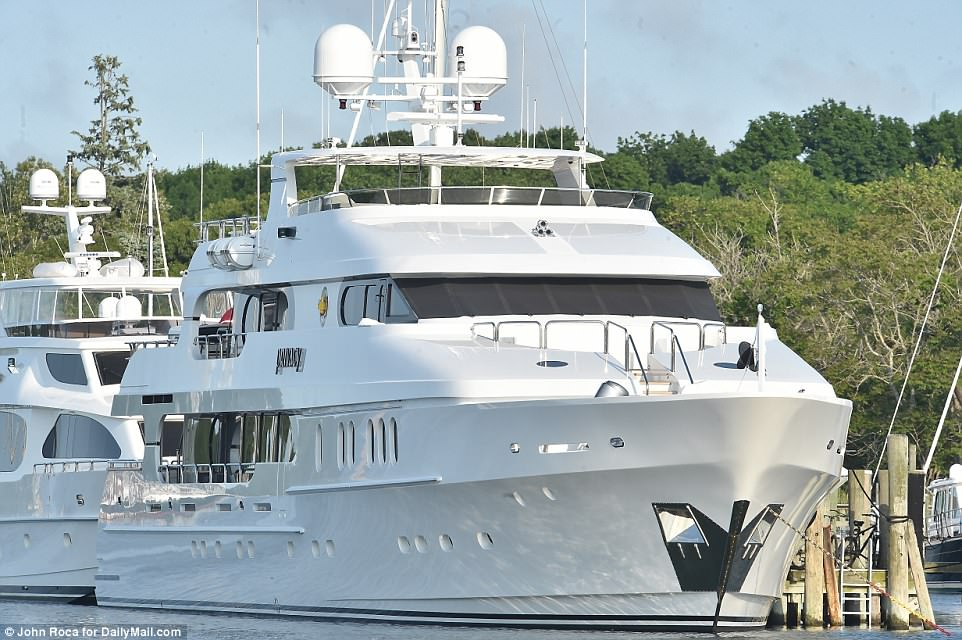 Tiger Woods Moors 20m Yacht Privacy In Marina Ahead Of