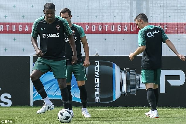 William Carvalho (left) is among the players to cite 'just cause' in breaking their contracts