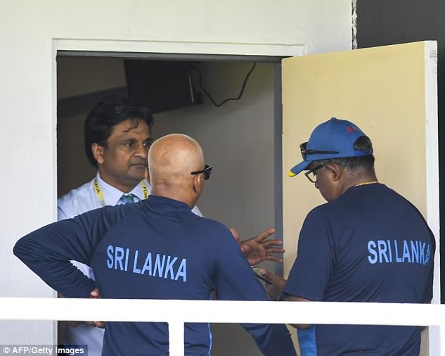 Sri Lanka stayed in the dressing room to protest a five-run penalty for tampering with the ball