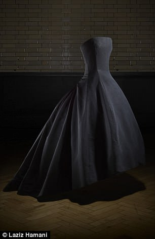 Pictured is anevening dress from the Autumn-Winter 1954 Haute Couture collection