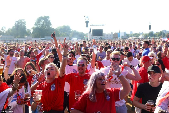 Thirty-thousand lucky fans were given the chance to watch the match from London's Hyde Park after demand for a public screening in London