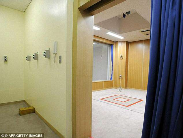 Execution chamber: The buttons on the left are pressed by the guards at the moment of execution however only one of them actually opens the red-lined trap door seen in the room right. This is so the guards do not know who actually killed the prisoner. Only the blue curtain separates them from the condemned