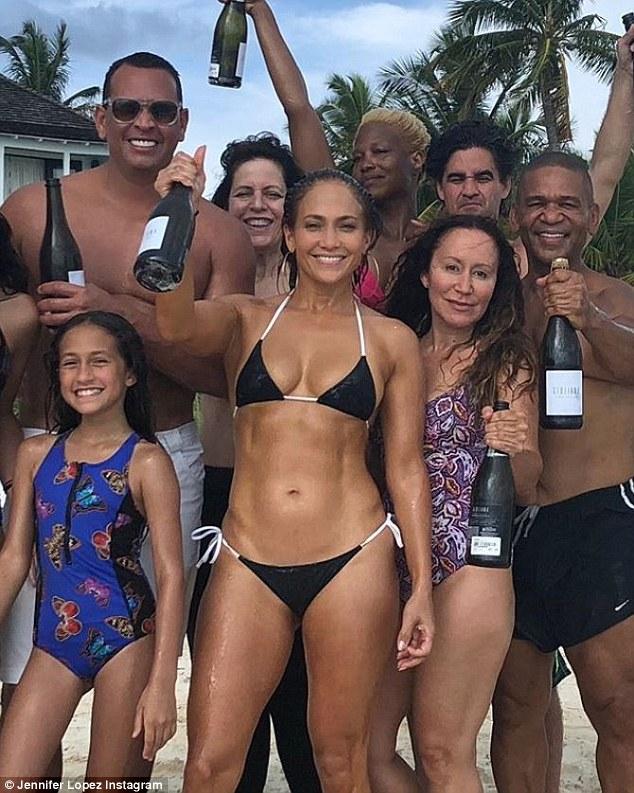 Jennifer Lopez: Ses 10 secrets pour rester jeune à 49 ans!