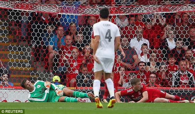 The Burnley keeper was unable to continue and he was replaced byAnders Lindegaard