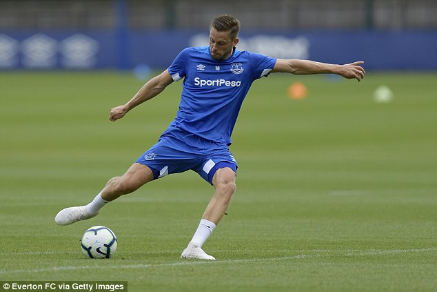 Toffees' Gylfi Sigurdsson trains ahead of the start of the new Premier League season next week