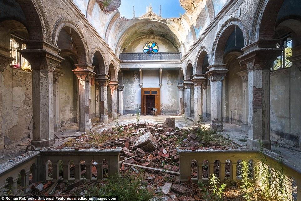 Non Religious Catholic Italy