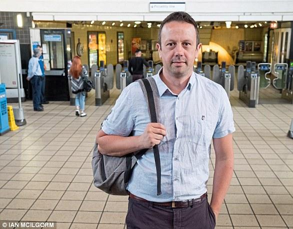 Ersparnisse: David Johnston verwendet einen Kredit, um seine Tickets zu bezahlen