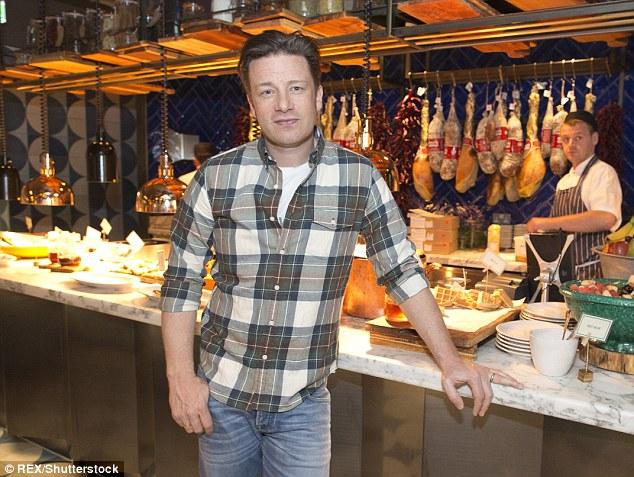 Jamie Oliver a révélé qu'il devait pomper £ 12million de son propre argent dans sa chaîne de restaurants en difficulté
