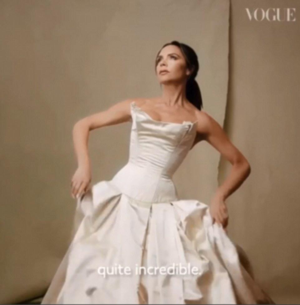 Dans l'allée: Victoria est retombée dans la robe de mariée de Vivienne Westwood, elle a épousé David en 1999