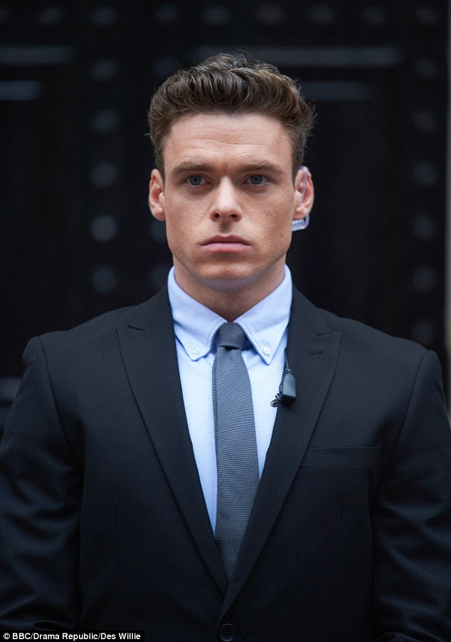 Bodyguard star Richard Madden 'was paid f*** all' for Game ...