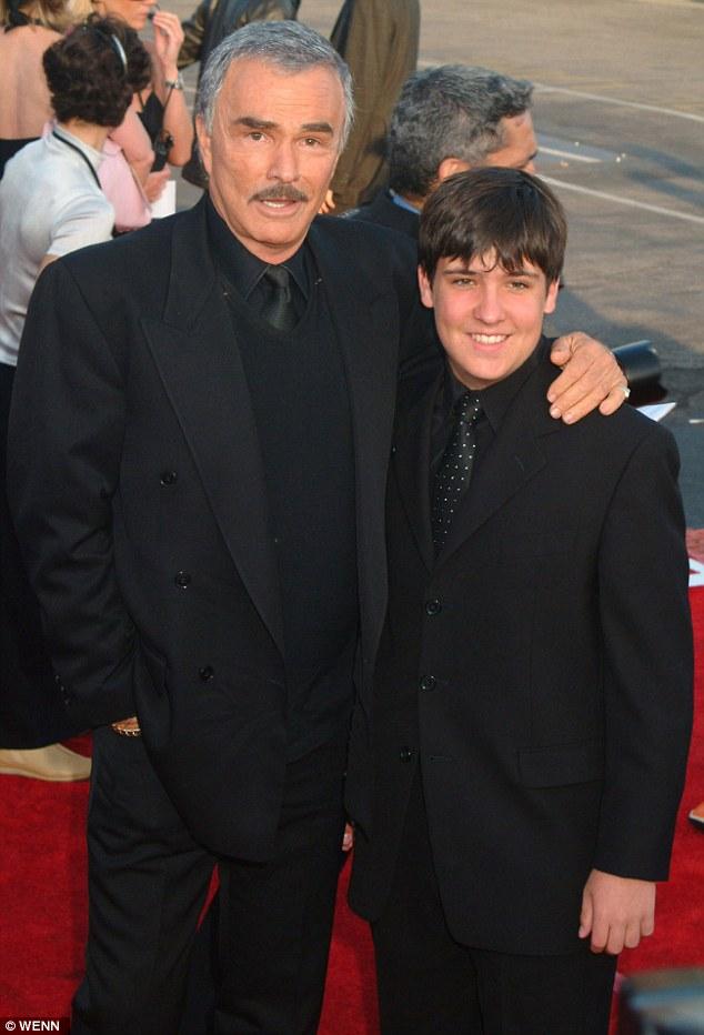 Burt Reynolds et son fils Quinton aux Taurus World Stunt Awards 2004 tenus aux Studios Paramount