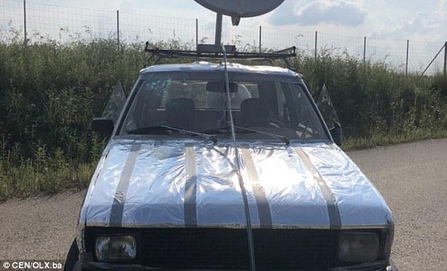 Il proprietario afferma che l'insolito rivestimento in lamina d'argento della vettura lo rende invisibile ai radar UFO