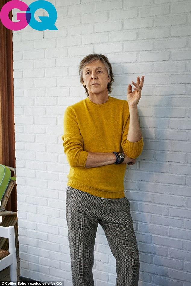 Révélation: Paul McCartney a révélé dans une nouvelle interview avec le magazine GQ que lui et son ancien membre des Beatles, John Lennon, se sont livrés à une séance de masturbation en groupe - tout en pensant à la sirène d'écran Brigitte Bardot