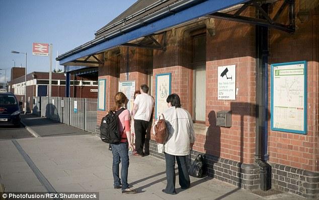 Une annonce sur le service Arriva Trains Wales de Haverfordwest à Cardiff a demandé aux passagers de faire une pause à la gare de Carmarthen (photo d'archives) s'ils en avaient besoin