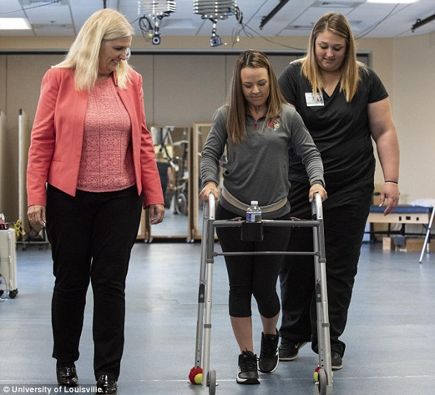 Kelly Thomas, 23 (center), of Homosassa, Florida, suffered her injury after a car accident in July 2014. She enrolled in the University of Louisville study in November 2016